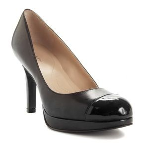 TAHARI Black Laura Pumps
